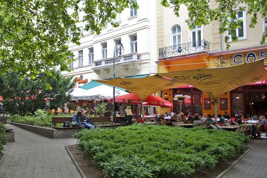 Liszt Ferenc square with bars and cefés - Bild von Budapestay ...