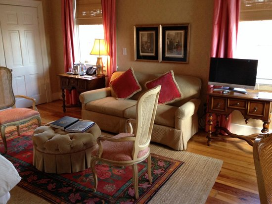 Clifton Inn : sitting area of Martha Jefferson room