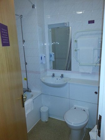 Premier Inn Liverpool (West Derby) Hotel : Bathroom