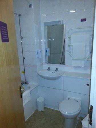 Premier Inn Liverpool (West Derby) Hotel: Bathroom