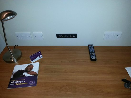Premier Inn Caernarfon Hotel: Connectivity