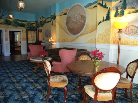 The Historic Hotel Leger: Lobby