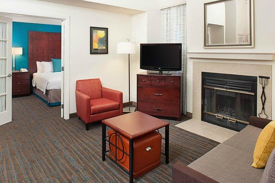 Residence Inn Seattle North/Lynnwood Everett: Living Area in Penthouse Suites