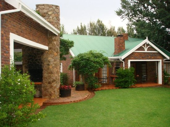 Jameson Country Cottages: View of cottages 1, 2 and 3 and 4
