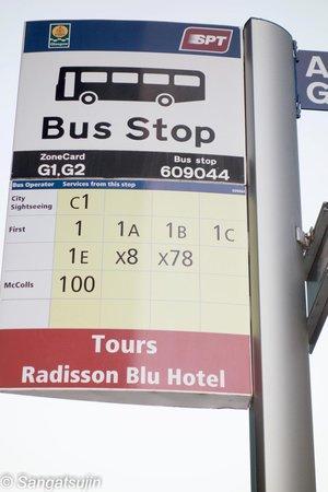 Radisson Blu Hotel, Glasgow: Bus Stop  am Hoteleingang