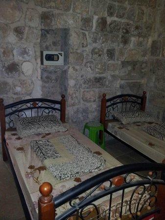 Chain Gate Hostel: room