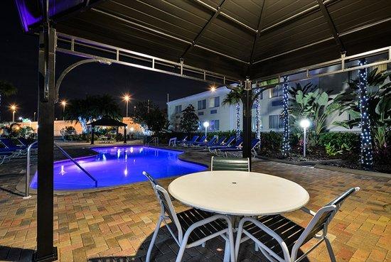 Quality Inn & Suites Near Fairgrounds Ybor City: Heated Pool