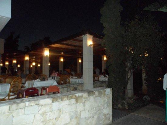 Cretan Malia Park : ресторан- открытая часть