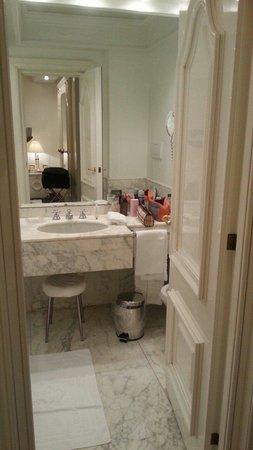 Hotel Majestic Roma: Altro scorcio del bagno
