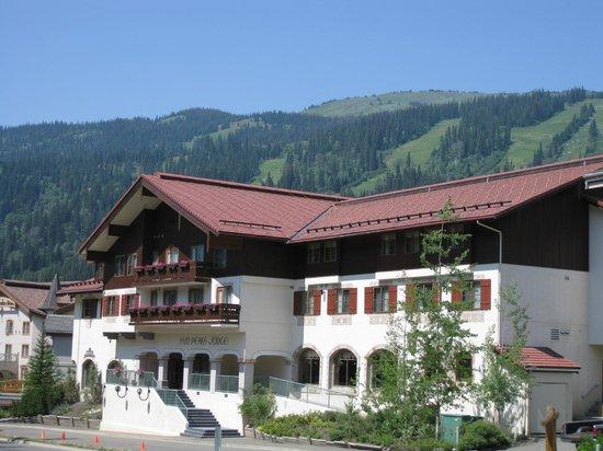 Sun Peaks Lodge: Summer extreior image