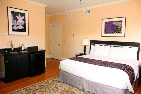 7 On Strath: Bedroom