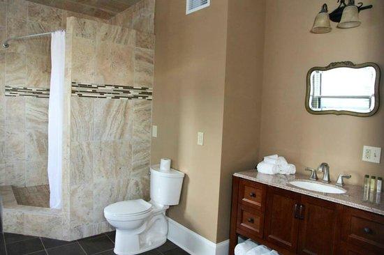 7 On Strath: Bathroom