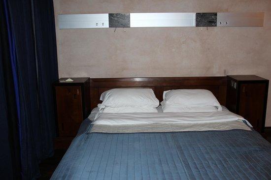 Hotel Stary: Quarto double room (depois de solicitarmos mais dois travesseiros)