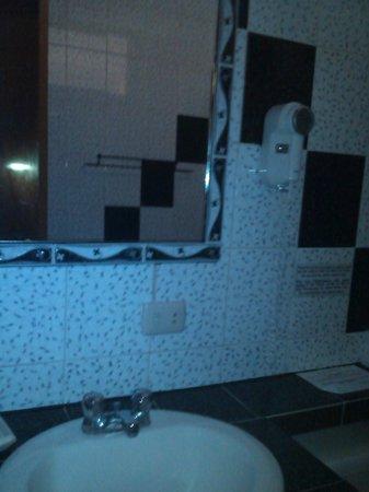 Hotel Atti: Baño
