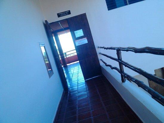 Hotel Atti: Pasillo hacia la habitación