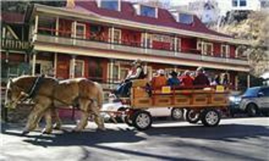 The Inn at Castle Rock: horse and buggy