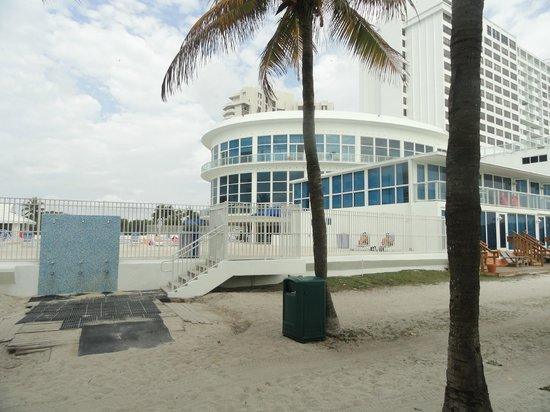New Point Miami Beach Apartments Salida A La Playa