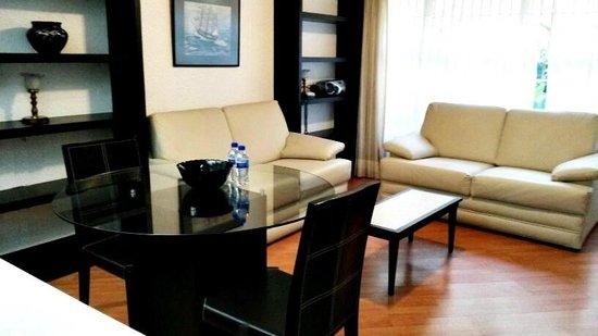Grupo Kings Suites - Alcazar de Toledo: sala suite 1 rec