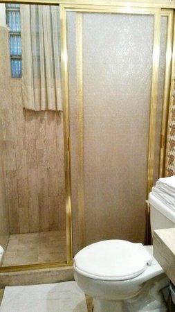 Grupo Kings Suites - Alcazar de Toledo: baño