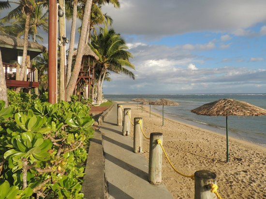 Outrigger Fiji Beach Resort : At beachfront