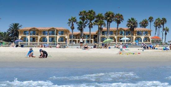 Ocean Park Inn: Located right on the beach