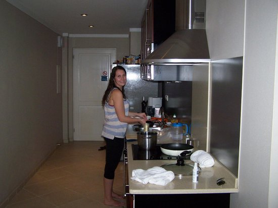 Den Laman Condominium: Spent a lot of time in this kitchen