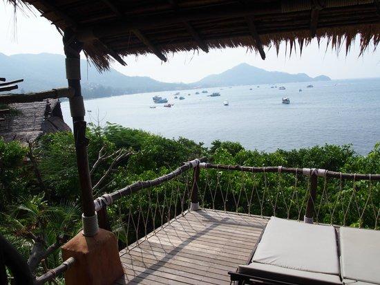 Koh Tao Cabana : View looking back toward Sarin Beach