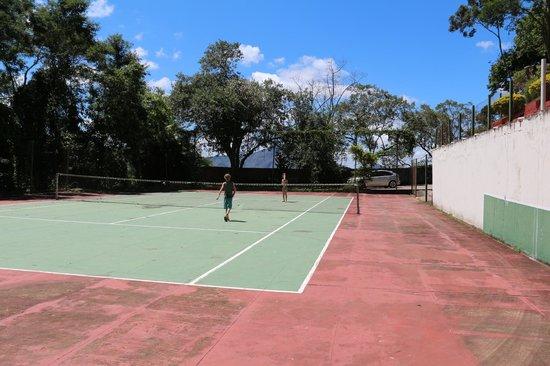 Pousada Le Siramat: Não precisa levar raquete nem bola... eles emprestam.