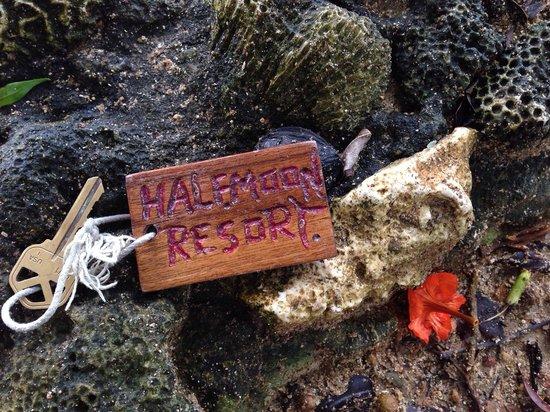 Half Moon Resort: Cabin keys!