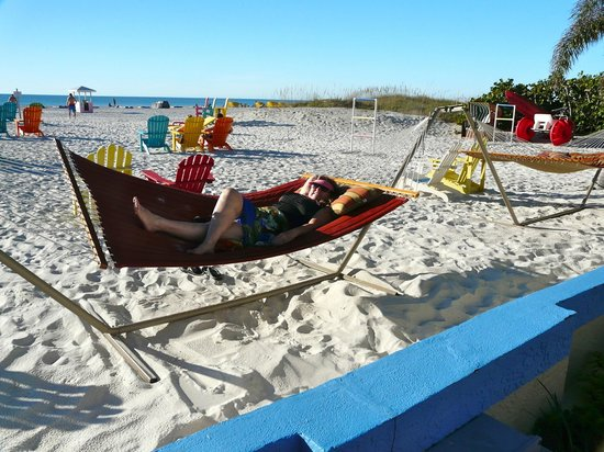 Plaza Beach Hotel - Beachfront Resort: They have 2 hammocks