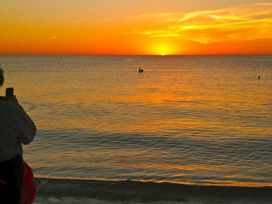 Plaza Beach Hotel - Beachfront Resort: Wonderful sunsets.