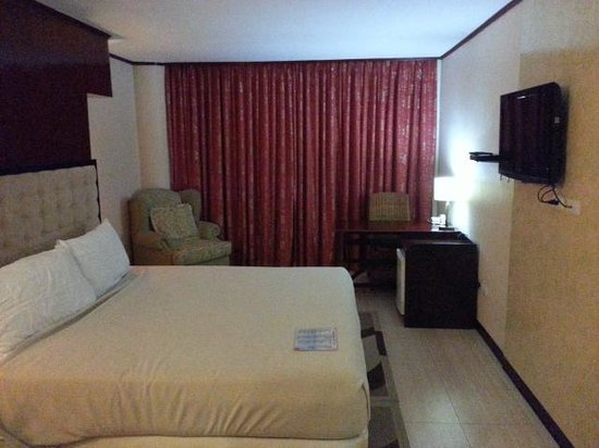 Dulcinea Hotel and Suites: Superior Room with Flat Screen TV and cable