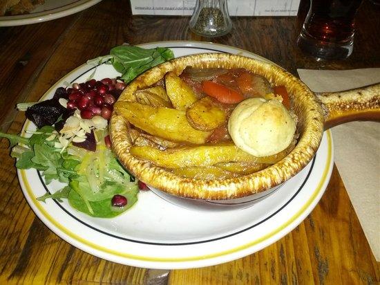café-bistro le Bercail, coop de solidarité : Luron hongrois (goulash de veau) - délicieux!