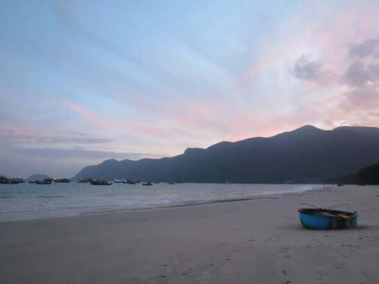Con Dao Camping: Beach in front of Bungalows