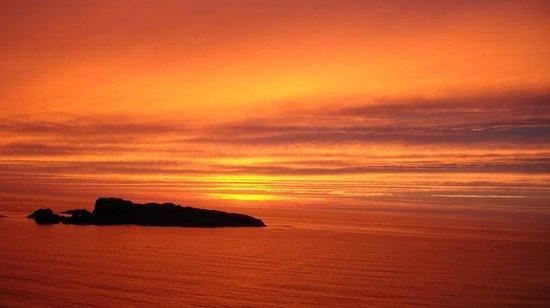 Kaifuso : 夕焼けに浮かぶ大島
