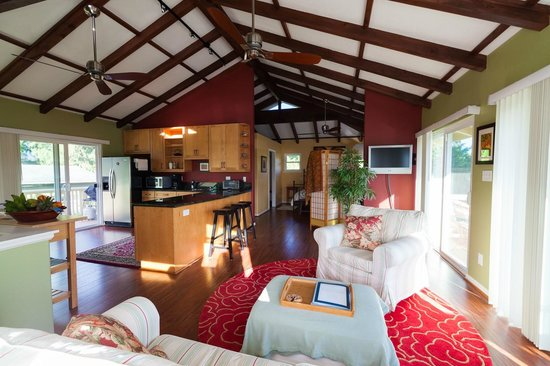 Hale 'Nalo Beach Rentals