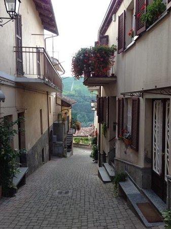 Hotel Castello di Sinio: Sinio village