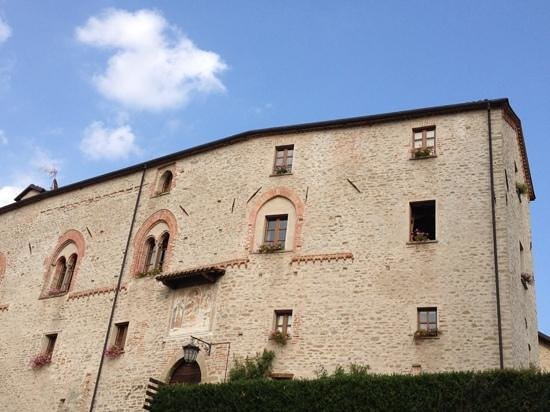 Hotel Castello di Sinio: Our room...the only one with the window open!
