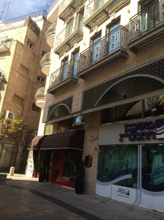 Arthur Hotel Jerusalem - an Atlas Boutique Hotel: Hotel front - my room was one with the rounded balcony - very noisy!