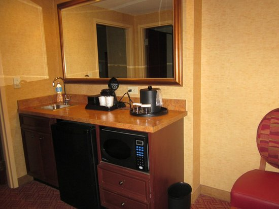 Embassy Suites by Hilton Charlotte - Concord / Golf  Resort & Spa: Wet Bar