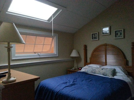 The Cove at Yarmouth: Loft bedroom