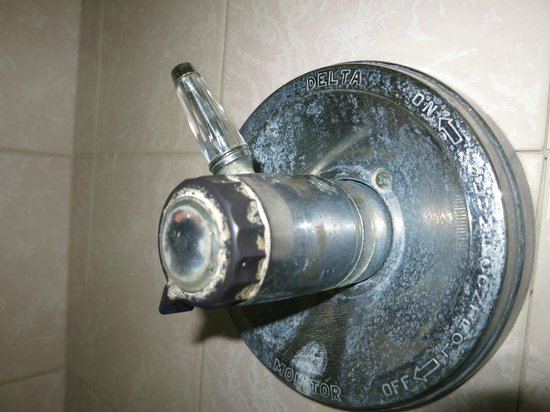 Blue Horizon: Limescale on outdated shower mixer