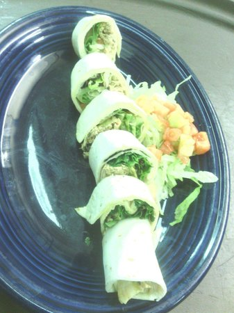 Mi Familia : Chicken wrap roll. Yum yum!!