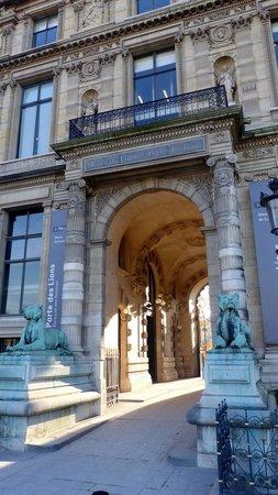 Triumphal Way (Voie Triomphale): Louvre on the Voi Triomphale