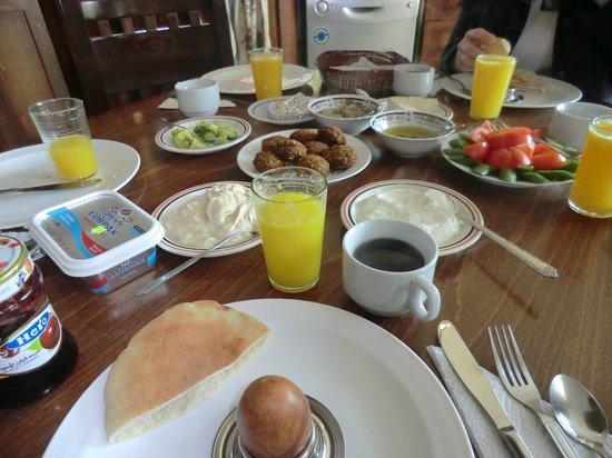 Khouriya Family Guesthouse: Daily Breakfast 190998852 190999531