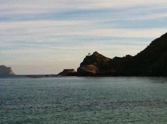 Playa de Es Figueral : Пустынный пляж в январе