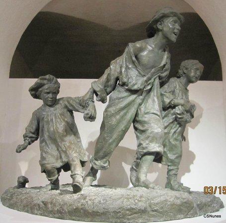 """National Museum of Fine Arts: Sculpture """"Les Gavroches"""" by Antonio Sciortino (bronze)"""