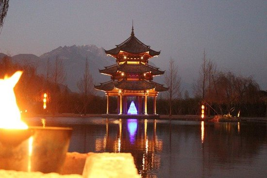 Banyan Tree Lijiang : Banyan Tree Pagoda after Dusk