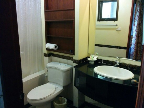The Victory Executive Residence: studio room bathroom