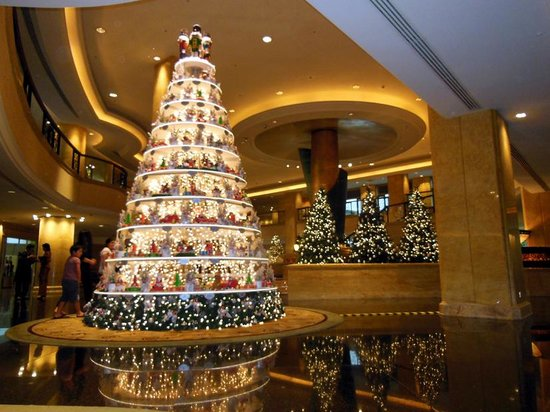 Shangri-La Hotel Kuala Lumpur : フロントの豪華ツリー